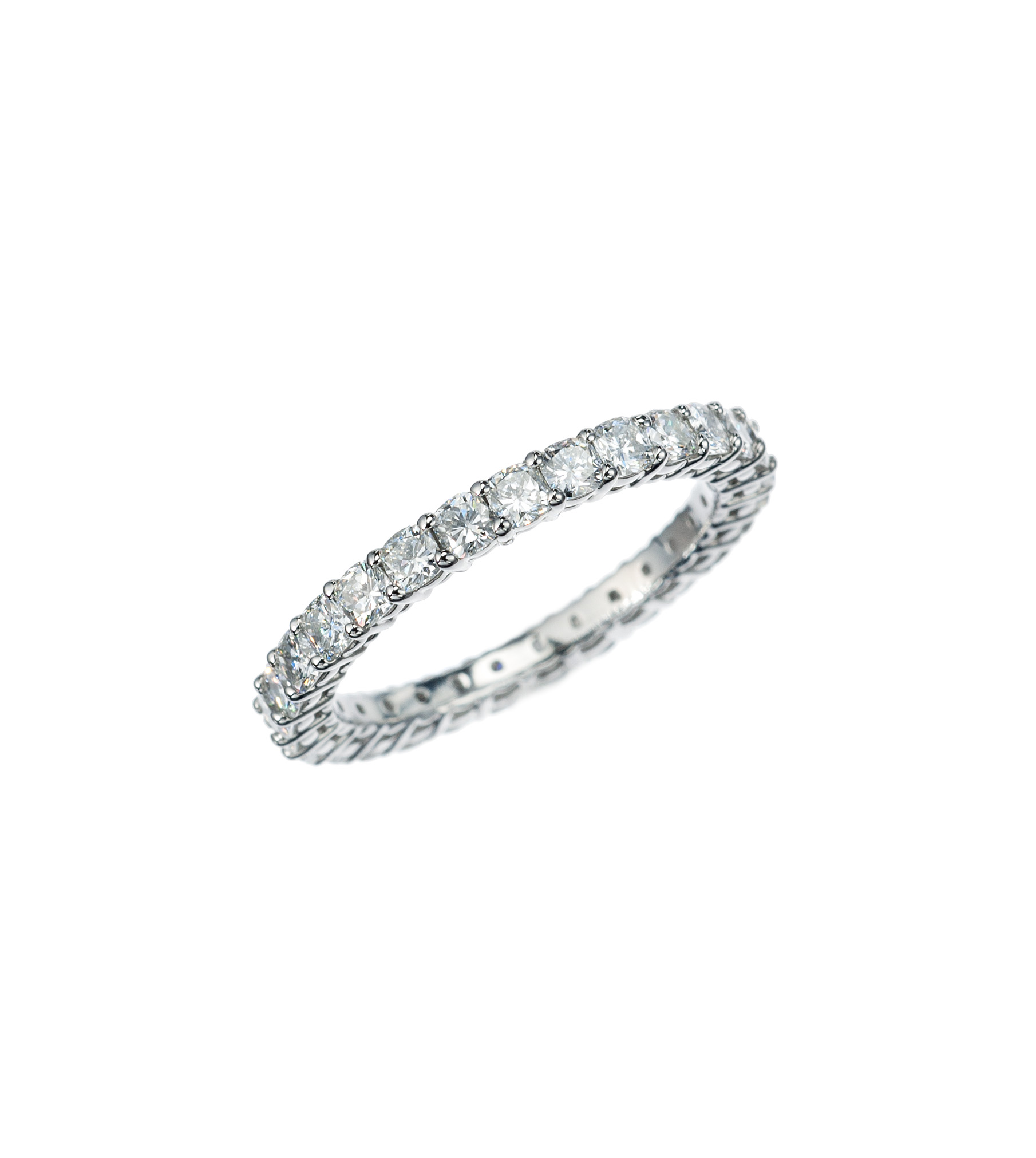 Cushion-cut diamond eternity band