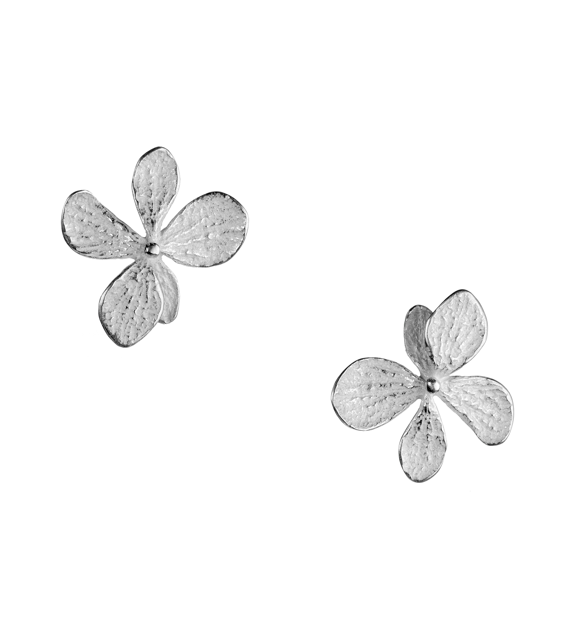 Medium single hydrangea stud earrings